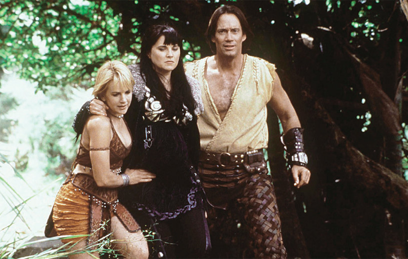 Początkowo Xena miała być jedynie gościem w sadze swojego ekranowego kolegi – Herkulesa (Kevin Sorbo). Z czasem sama zyskała równie dużą popularność. /Świat Seriali
