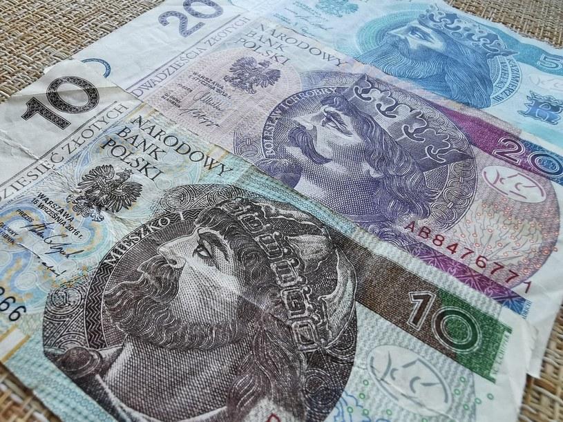 Pocztą lub przez kuriera wymienisz zużyte banknoty /123RF/PICSEL