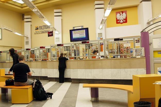Poczta Polska będzie reaktywować zlikwidowane placówki na dworcach /© Bauer