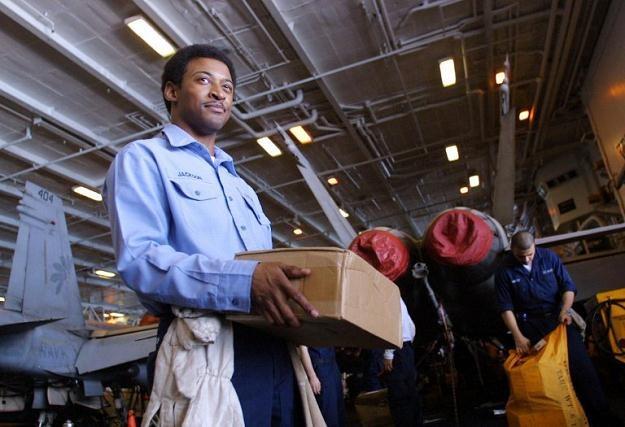 Poczta zbiera informacje o wszystkich listach, dane z kopert dostarczają śledczym cennych wskazówek /AFP