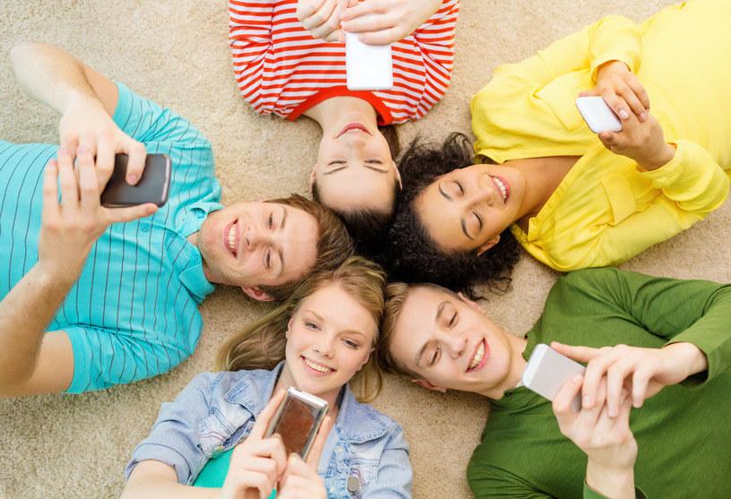 Poczucie własnej wartości i poziom szczęścia nastolatków od 2012 roku wyraźnie spada /123RF/PICSEL