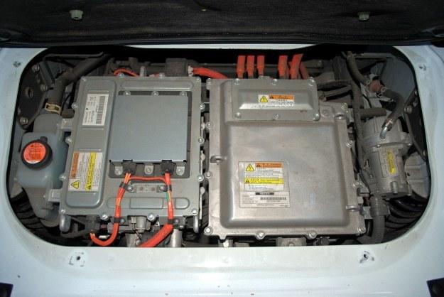 Pod bagażnikiem znaduje się ładowarka i przetwornica napięcia. Silnik jest bardziej z przodu /INTERIA.PL