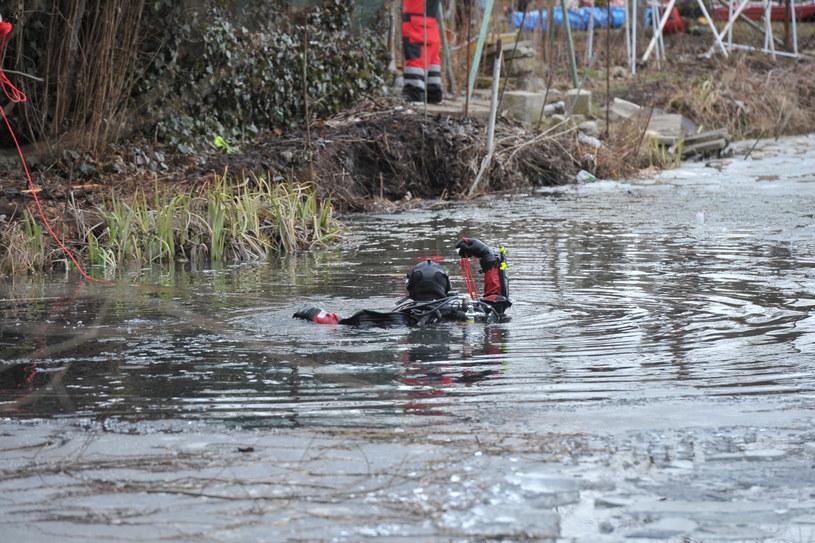 Pod chłopcami załamał się lód, zmarli w szpitalu /Marcin Bielecki /PAP