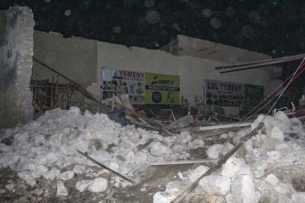 Pod gruzami wciąż mogą znajdować się ludzie /SAID YUSUF WARSAME /PAP/EPA