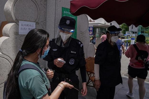 Pod kątem koronawirusa badane są dziesiątki tysięcy okolicznych mieszkańców /STRINGER /PAP/EPA