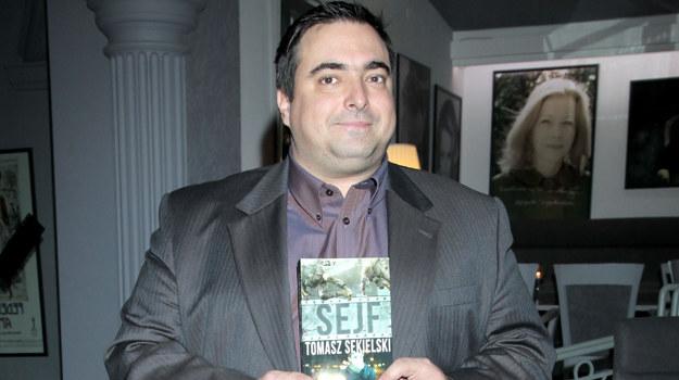 """Pod koniec ubiegłego roku zadebiutował jako pisarz. """"Sejf"""" to powieść o misji wojskowej w Iraku. /fot  /MWMedia"""