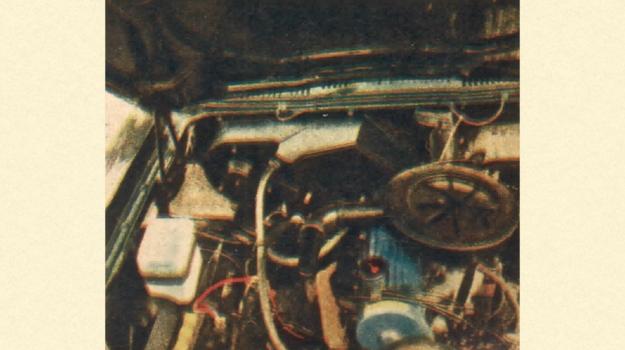Pod maską otwieraną do tyłu widać czterocylindrowy silnik 1600 cm3. Zamiast niego stosowany może być także silnik V-6 o pojemności 2000 cm3. Długość silnika V-6 jest mniej więcej taka sama, jak rzędowej jednostki czterocylindrowej. /Ford