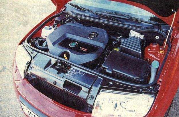 Pod maską sportowej Skody znajdziemy mocny silnik wysokoprężny. /Motor