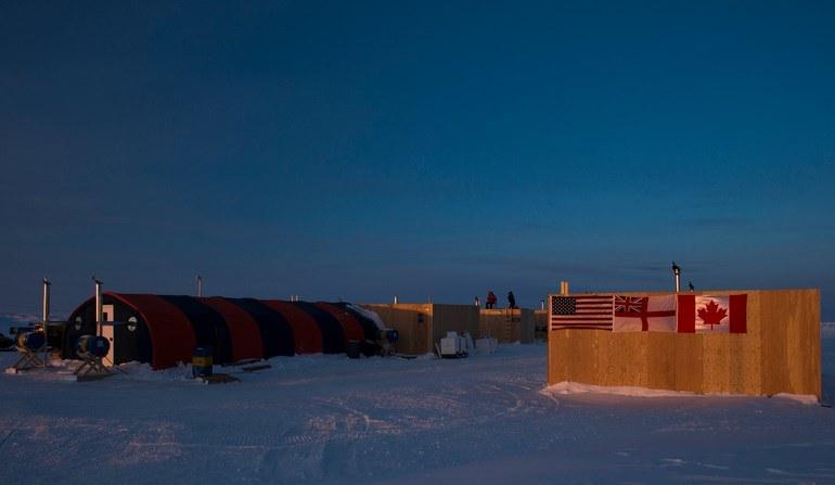 Pod wpływem rosyjskiej polityki kraje zachodnie ponownie zaczynają przygotowywać swoje siły do działania w rejonie Arktyki        Na zdjęciu: obóz lodowy Nautilius - fot. US Navy /materiały prasowe