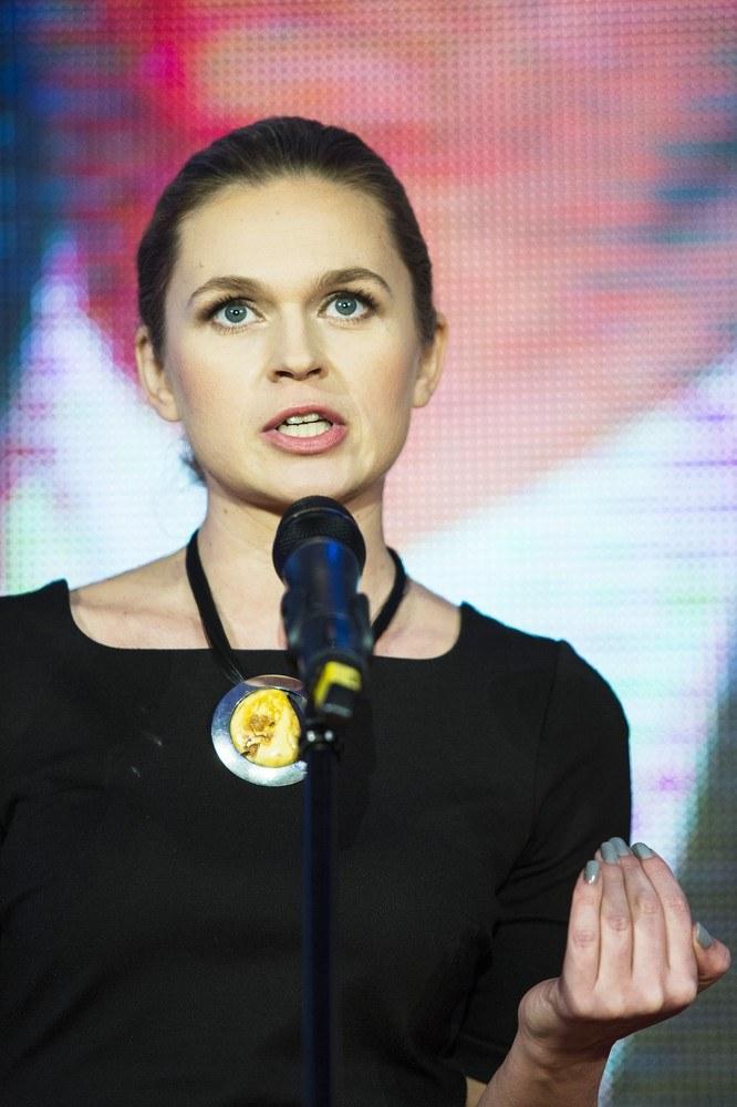 Pod względem dobrych manier Barbara Nowacka mogłaby wielu politykom służyć za przykład /Andrzej Hulimka  /Reporter