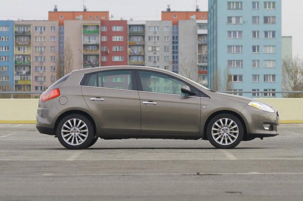 Pod względem gabarytów Fiat Bravo nieznacznie góruje nad swoim rywalem, Seatem Leonem. Jego długość to: 433 cm, szerokość: 179 cm, wysokość 149 cm. Rozstaw osi: 260 cm. /Motor