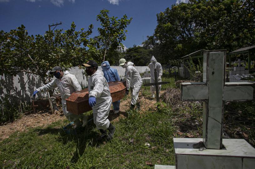 Pod względem śmiertelności na koronawirus Brazylia zajmuje drugie miejsce na świecie /TARSO SARRAF /AFP