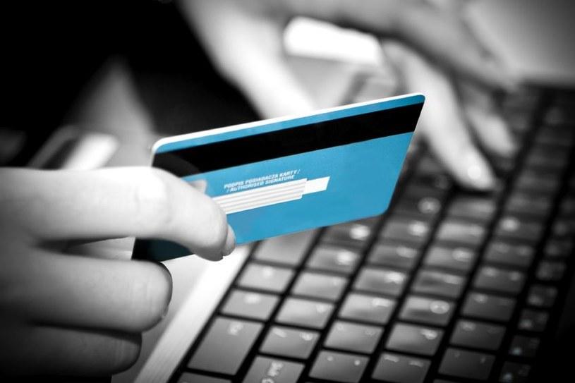 Podanie danych bankowych na fałszywej stronie może się skończyć utratą pieniędzy /123RF/PICSEL