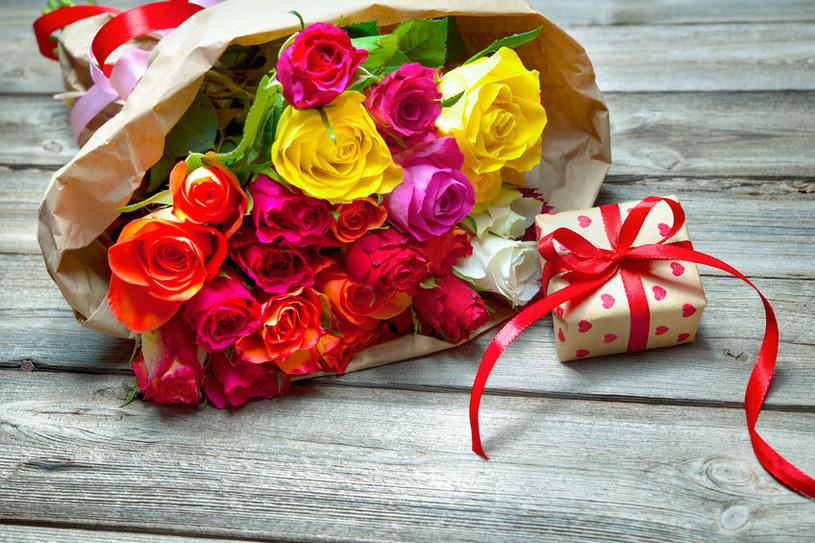 Podaruj mamie prezent od serca /123RF/PICSEL