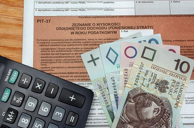 Podatniku, teraz to urzędnik wyliczy twój podatek /©123RF/PICSEL