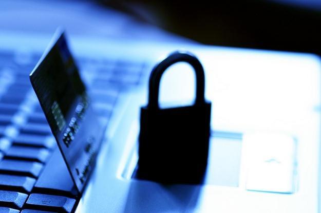 Podawanie niektórych swoich danych, np. numeru PESEL, jest bardzo niebezpieczne /© Panthermedia