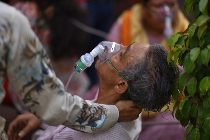 Podawanie tlenu w Delhi, stolicy Indii /Idrees Mohammed/SPUTNIK Russia/East News /East News