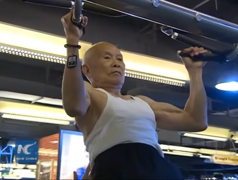 Podciąganie nie jest łatwe /New China TV /YouTube