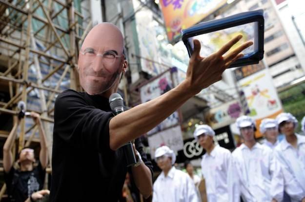 Podczas afery z samobójstwami w chińskich fabrykach Foxconn, Steve Jobs  stał się pośmiewiskiem /AFP