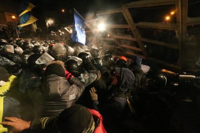 Podczas akcji milicji rannych zostało kilkanaście osób /ANATOLY MALTSEV  /PAP/EPA
