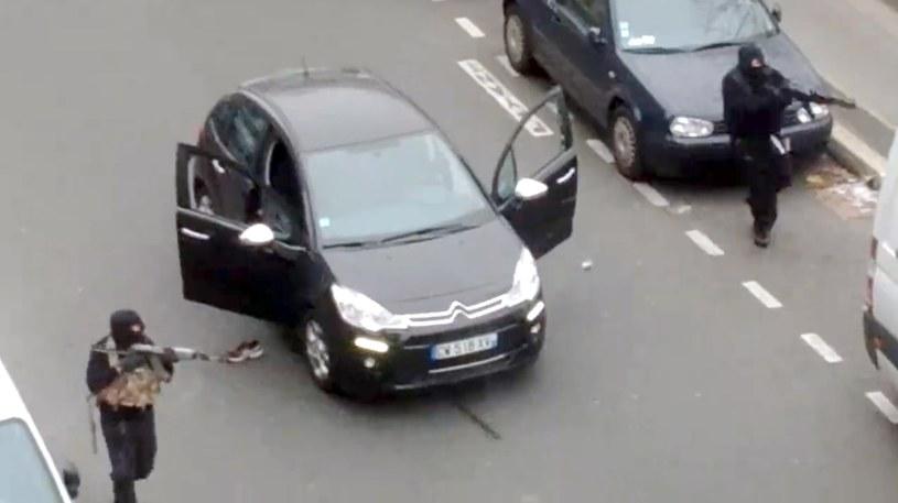"""Podczas ataku na redakcję """"Charlie Hebdo, terroryści posługiwali się bronią, której ślady prowadzą na Bałkany /AFP"""