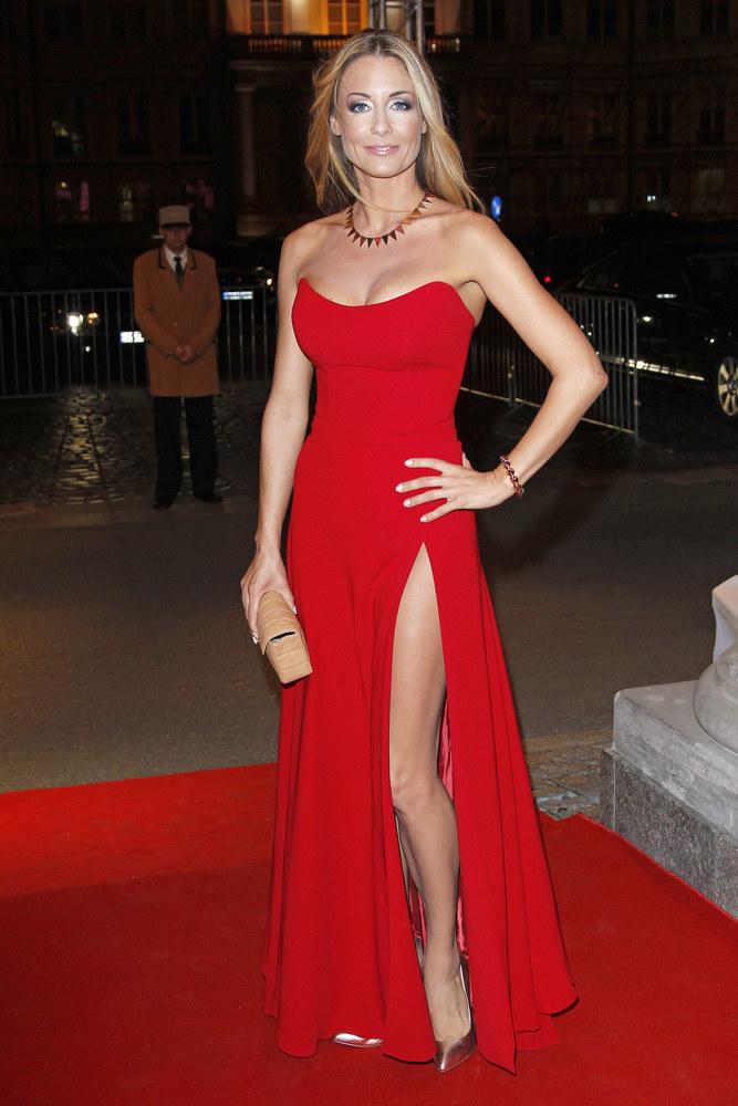"""Podczas balu dobroczynnego Fundacji TVN """"Nie jesteś sam"""", Małgorzata olśniewała w seksownej czerwonej sukni z rozcięciem. Mało tego, sama ją zaprojektowała! Najwyraźniej umie zrobić wszystko. /Wojciech Engelbrecht /AKPA"""