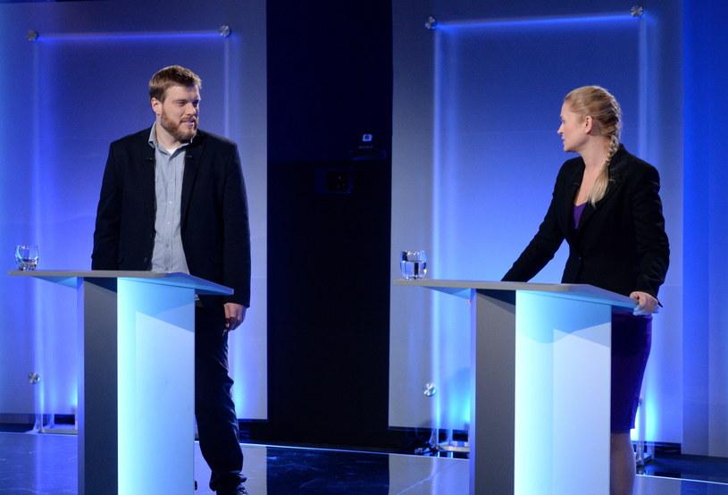 Podczas debaty, stanowiska Adriana Zandberga i Barbary Nowackiej znajdowały się obok siebie /Jacek Turczyk /PAP