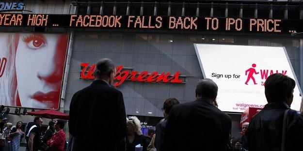 Podczas debiutu Facebooka doszło do co najmniej dwóch dziwnych zjawisk... /AFP