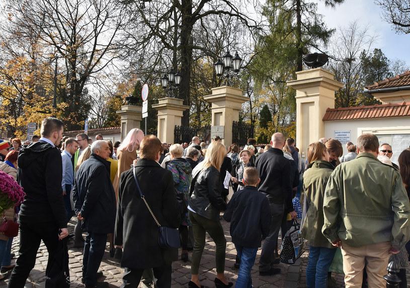Podczas dnia Wszystkich Świętych na cmentarzu Rakowickim w Krakowie /Artur Barbarowski/Gallo Images Poland /Gallo Images Poland