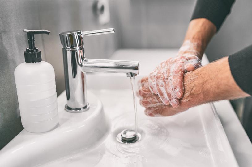 Podczas domowej kwarantanny należy szczególnie dbać o higienę /123RF/PICSEL