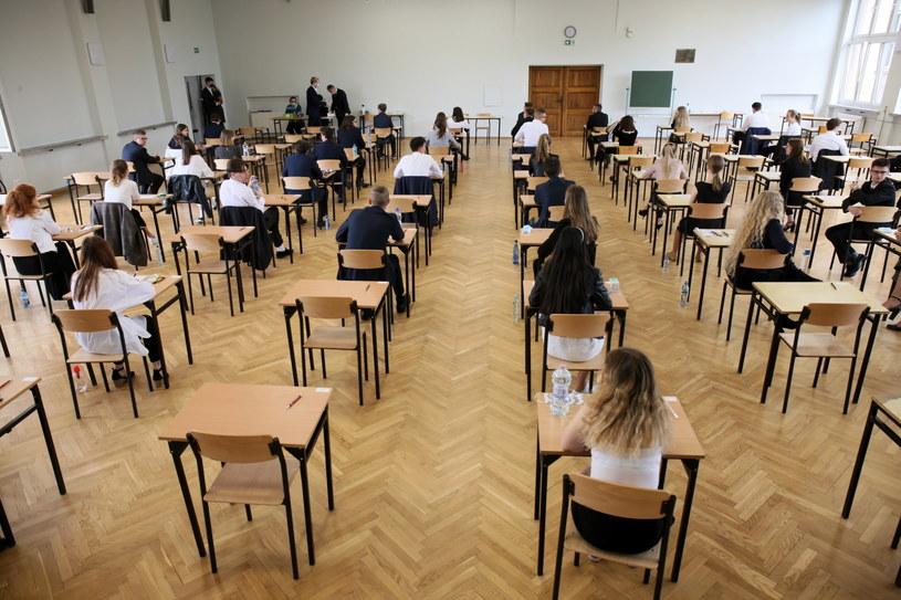 Podczas egzaminu ósmoklasisty obowiązują wytyczne sanitarne / Lech Muszyński    /PAP