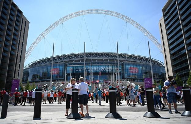 Podczas finału piłkarskich mistrzostw Europy na trybunach stadionu Wembley będzie mogło zasiąść najprawdopodobniej 45 tysięcy kibiców / ANDY RAIN    /PAP/EPA