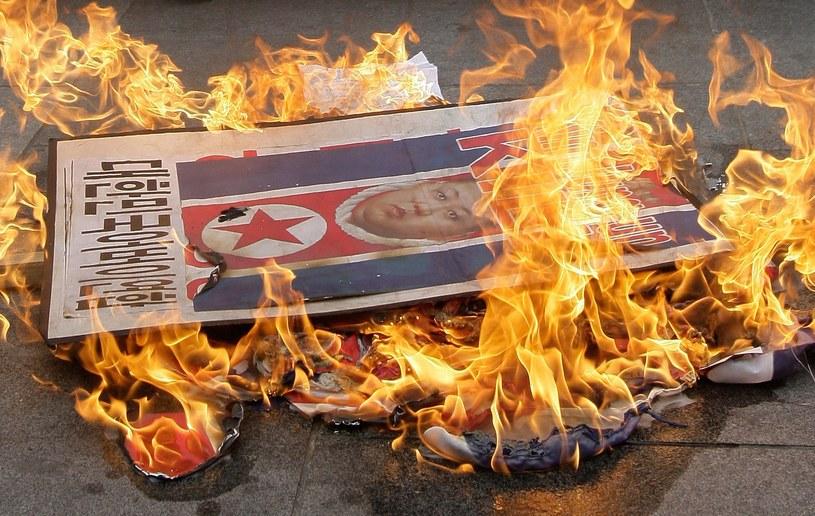 Podczas, gdy w Korei Południowej płoną kukły i zdjęcia Kima w Korei Północnej zakazano nawet sarkazmu... /Getty Images