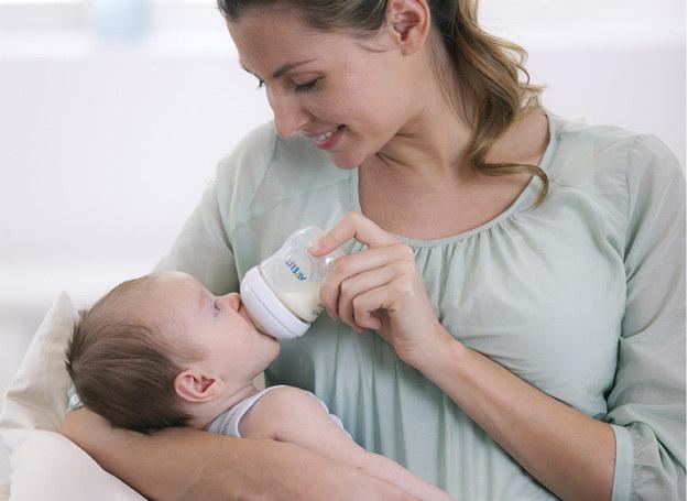 Podczas karmienia butelką ważny jest dla dziecka spokój i poczucie bliskości. /Philips AVENT