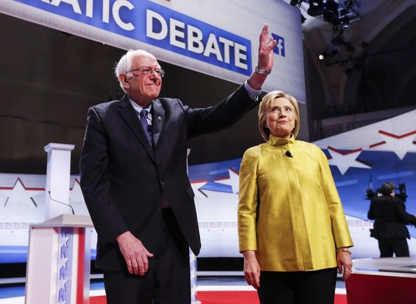 Podczas kolejnej debaty Hillary Clinton i Bernie Sanders znowu spierali się o finansowanie kampanii /PAP/EPA