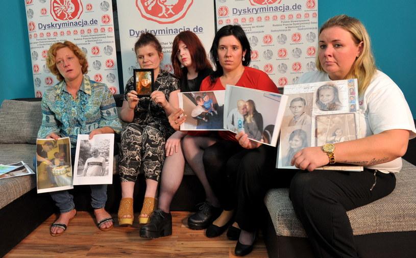 Podczas konferencji prasowej zorganizowanej przez Polskie Stowarzyszenie Rodzice Przeciw Dyskryminacji Dzieci w Niemczech przedstawiono sytuację czterech polskich rodzin (fot. Marcin Bielecki) /PAP