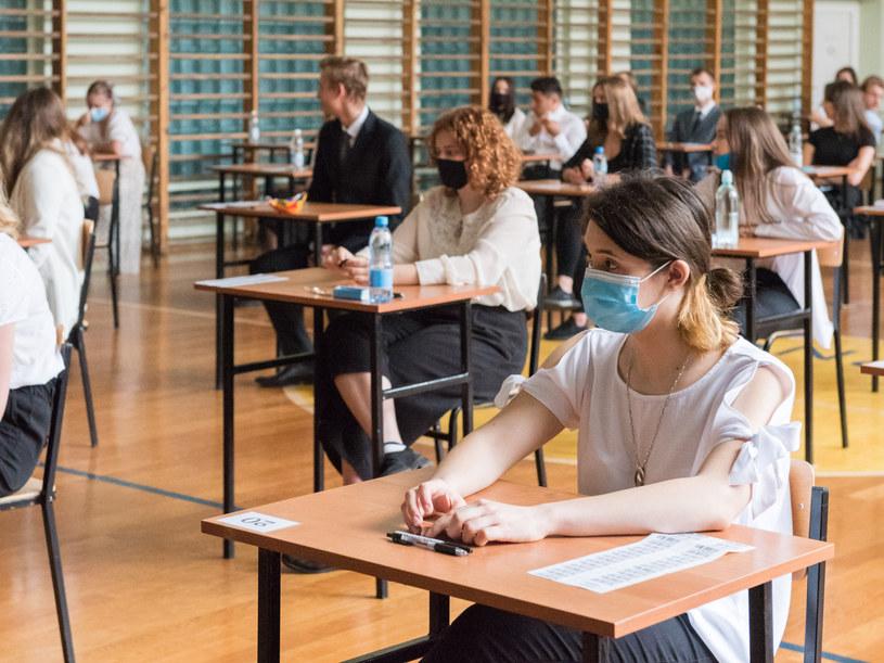 Podczas matur obowiązują wytyczne sanitarne CKE, MEiN i GIS /Tadeusz Koniarz /Reporter