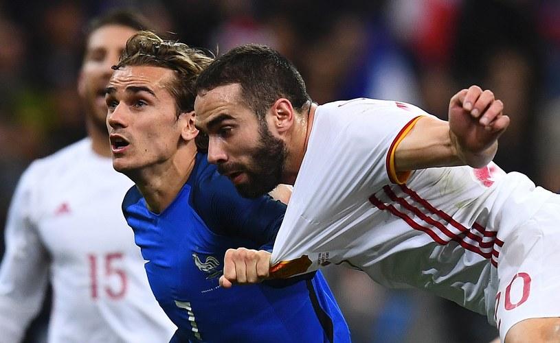 Podczas meczu Francja - Hiszpania był testowany system VAR. Na zdjęciu Francuz Antoine Griezmann i Hiszpan Dani Carvajal. /FRANCK FIFE / AFP /AFP
