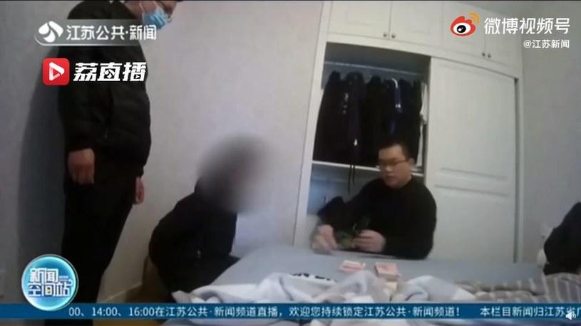 Podczas nalotu w Kunshan niedaleko Szanghaju aresztowanych została 10 osób /JIANGSU TV /materiały źródłowe