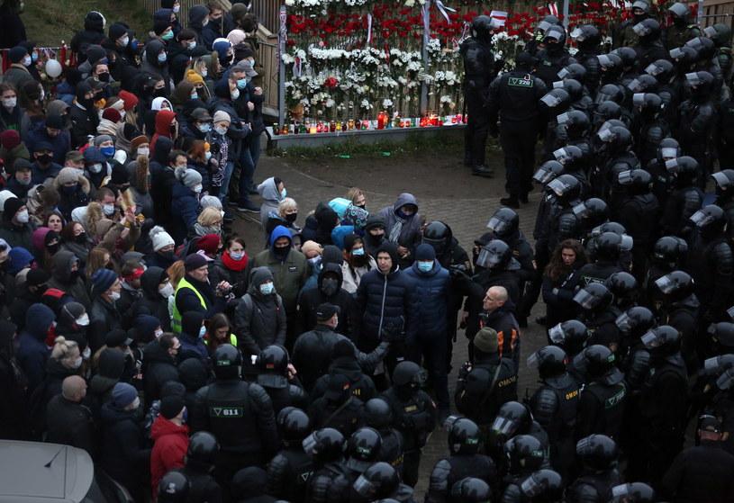 Podczas niedzielnych akcji protestacyjnych na Białorusi zatrzymanych zostało ponad 1,1 tys. osób / STR   /PAP/EPA