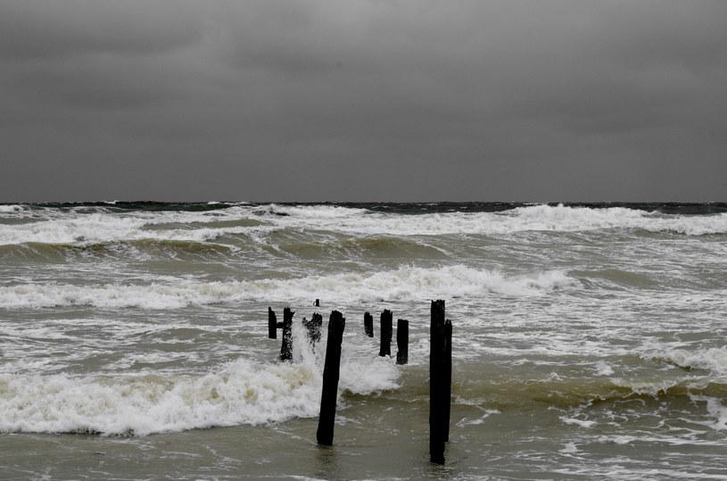 Podczas ostatnich sztormów woda wyrzuciła parafinę na brzeg / zdj. ilustracyjne /123RF/PICSEL