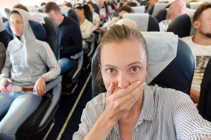 Podczas podróży samolotem można ograniczyć ryzyko infekcji SARS-CoV-2 /123RF/PICSEL