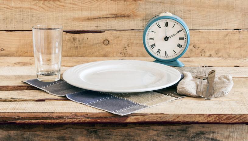 Podczas przerywanej głodówki nie jesz określoną liczbę godzin /123RF/PICSEL