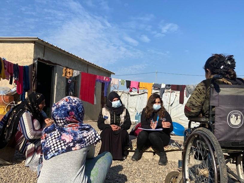 Podczas rozmów z mieszkankami obozu promowana jest higiena /PAH /Styl.pl/materiały prasowe