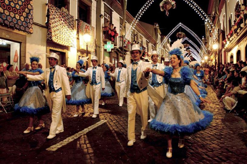 Podczas Sanjoaninas odbywają się parady, występy DJ-ów i grup folkowych, koncerty /materiały prasowe