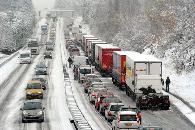 Podczas śnieżyc transport staje w całej Europie /AFP