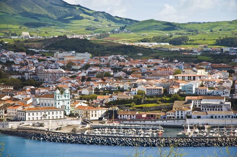 Podczas spacerów można odkryć niezwykłą urodę azorskich miast /123RF/PICSEL
