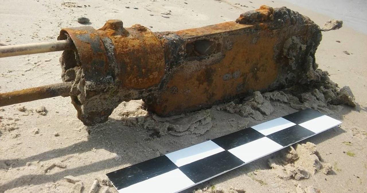 Podczas spaceru znalazł na plaży karabin maszynowy z czasów II wojny światowej
