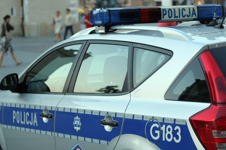 Podczas starć, jeden z funkcjonariuszy został ranny w bark /Maciej Nycz /RMF FM