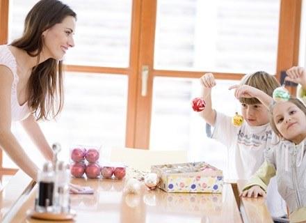 Podczas świątecznych przygotowań dziecko zaczyna się nudzić, a z nudów... psoci